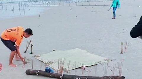 Tin tức thời sự mới nóng nhất hôm nay 16/11/2019: Bất ngờ kết quả khám nghiệm thi thể không đầu trôi vào bờ biển Tam Tiến - Ảnh 1