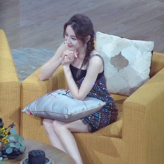 Ảnh hậu trường đẹp xuất sắc của Địch Lệ Nhiệt Ba gây sốt mạng xã hội - Ảnh 3