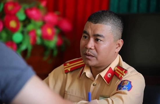 Phó Thủ tướng biểu dương chiến sĩ CSGT cứu tài xế Grab trong vụ xe Mercedes phát nổ ở Hà Nội - Ảnh 1