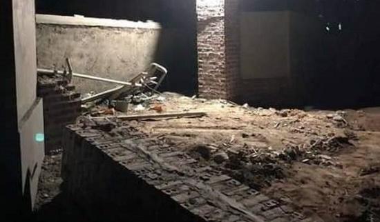 Quảng Ninh: Sập mái cổng nhà đang thi công, 2 công nhân tử vong - Ảnh 1