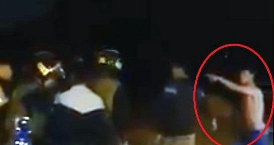 Kiểm tra xe máy vi phạm, CSCĐ bị thanh niên manh động chửi bới, tấn công  - Ảnh 1