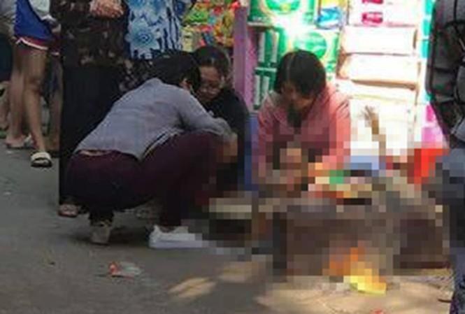 Hà Nội: Bàng hoàng phát hiện thi thể bé sơ sinh trong thùng rác ở ngõ Văn Chương - Ảnh 1