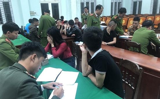 """Thừa Thiên Huế: Phát hiện 24 """"nam thanh nữ tú"""" thuê nhà nghỉ mở """"tiệc"""" ma túy - Ảnh 1"""