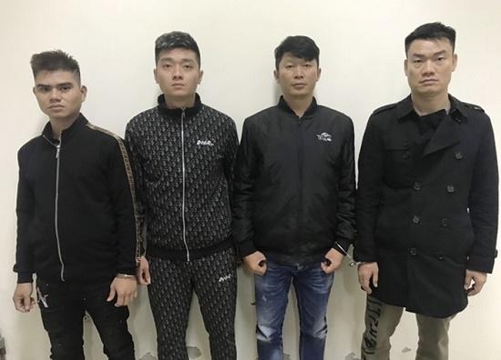 """Hà Nội: Bắt giữ nhóm đối tượng đe dọa """"cắt tim"""" con nợ để đòi trả 1 tỉ đồng - Ảnh 1"""