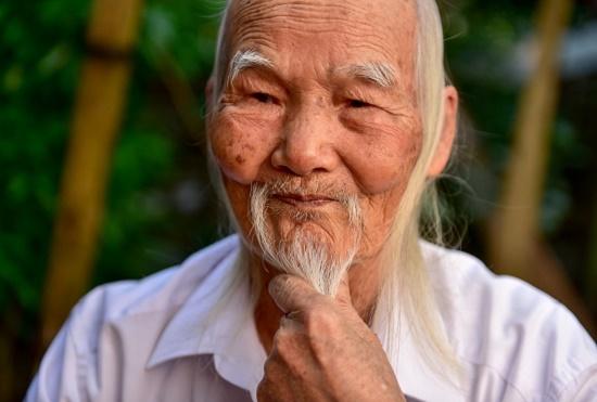 """Chuyện về """"ông tiên"""" gần trăm tuổi dưới chân núi Tản Viên  - Ảnh 1"""