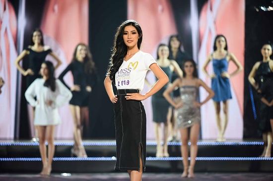 Hé lộ ảnh hậu trường siêu lung linh của Top 45 Hoa hậu Hoàn vũ Việt Nam 2019 trước thềm chung kết - Ảnh 2
