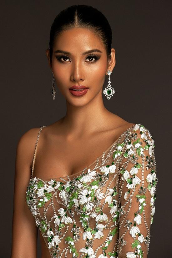 Cận cảnh đầm dạ hội lấy cảm hứng từ hoa giọt tuyết của Hoàng Thùy tại bán kết Miss Universe 2019  - Ảnh 5