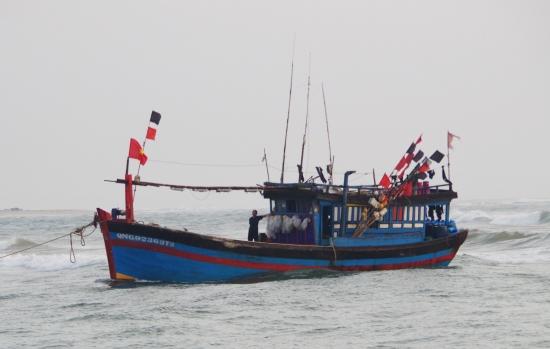 Tình hình sức khỏe của 52 ngư dân trôi tự do trên biển vì thuyền chết máy - Ảnh 1