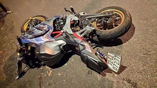 Không làm chủ tốc độ, xe mô tô đâm vào gốc cây khiến 2 người tử vong - Ảnh 1