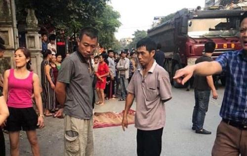 Hà Nội: Xe bán tải đâm trúng xe đạp, 2 chị em thương vong - Ảnh 1