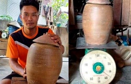Nghệ An: Phát hiện hũ tiền cổ 36 kg khi đang đào móng nhà - Ảnh 1