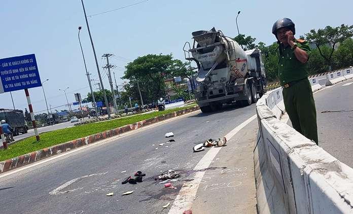 Đà Nẵng: Va chạm với xe bồn trên cầu vượt, 2 phụ nữ bị thương nghiêm trọng - Ảnh 1