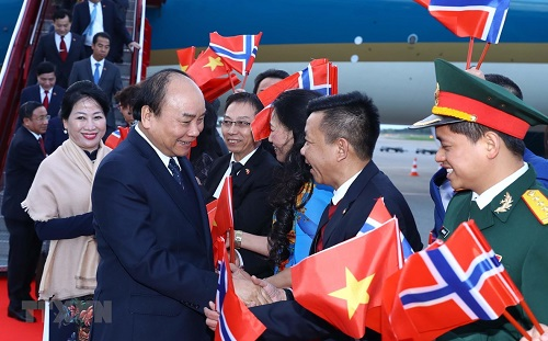 Thủ tướng Nguyễn Xuân Phúc tới Oslo, bắt đầu thăm chính thức Na Uy - Ảnh 1