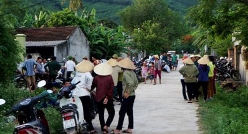 Vụ 5 học sinh đuối nước ở Nghệ An: Xóm nghèo u uất đau thương, trắng màu áo học trò tiễn đưa bạn lần cuối - Ảnh 4