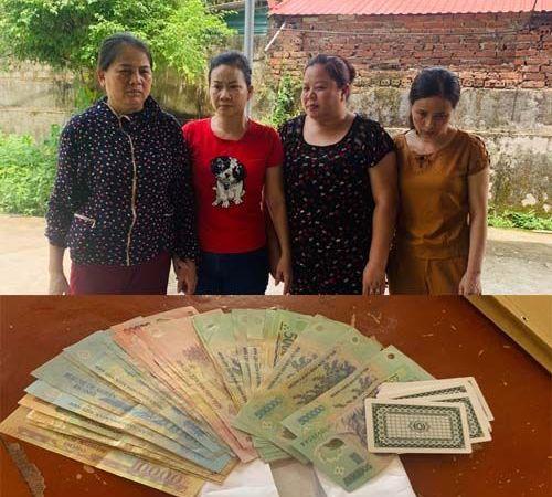 Thanh Hóa: Bốn nữ quái bị bắt quả tang khi đang say sưa đánh bạc - Ảnh 1