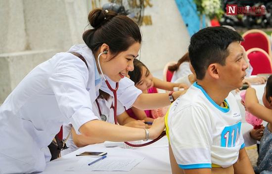 """Phó Thủ tướng Trương Hòa Bình cùng hàng ngàn người xuống đường, hưởng ứng """"Đi bộ vì sức khỏe"""" - Ảnh 8"""