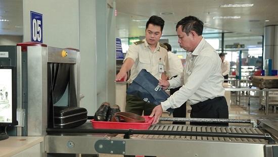 Hành khách tấn công nhân viên hàng không sân bay Thọ Xuân bị cấm bay 1 năm - Ảnh 1