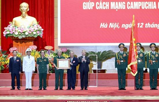 Trao Huân chương Sao Vàng cho lực lượng chuyên gia Việt giúp Campuchia - Ảnh 1