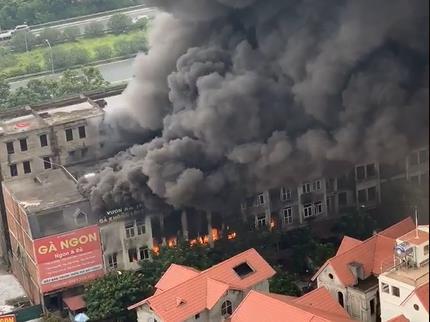 Hiện trường vụ cháy kinh hoàng ở Thiên đường Bảo Sơn, nhiều biệt thự bị thiêu rụi - Ảnh 2