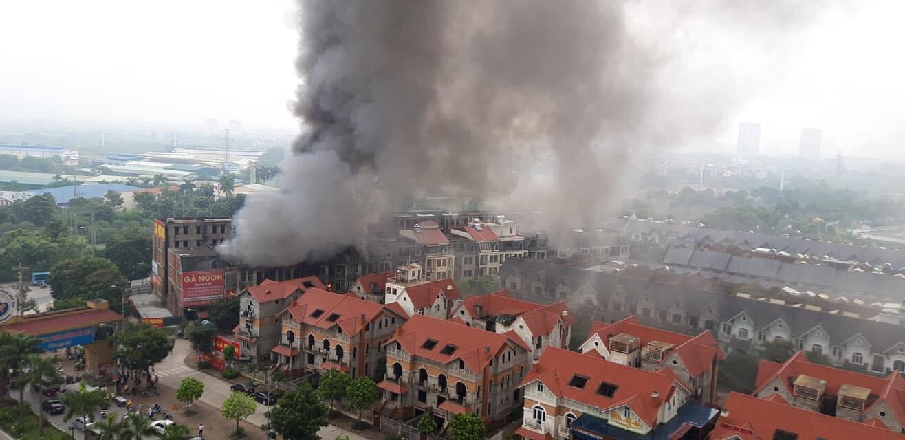 Hiện trường vụ cháy kinh hoàng ở Thiên đường Bảo Sơn, nhiều biệt thự bị thiêu rụi - Ảnh 3