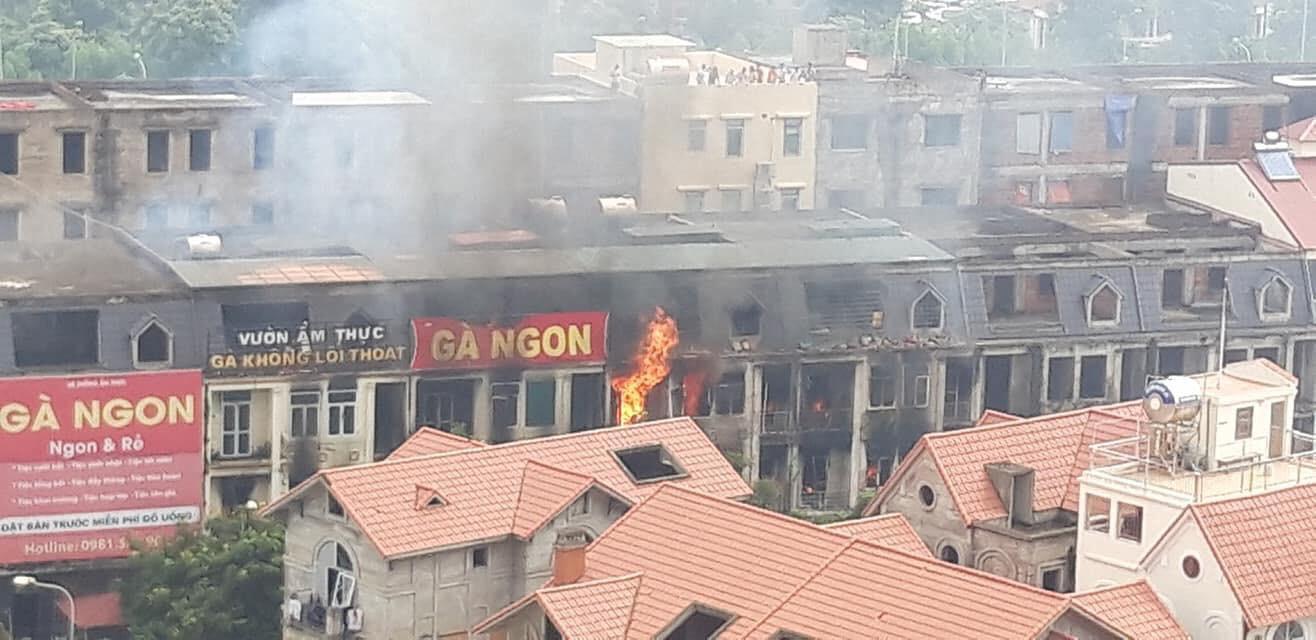 Hiện trường vụ cháy kinh hoàng ở Thiên đường Bảo Sơn, nhiều biệt thự bị thiêu rụi - Ảnh 4