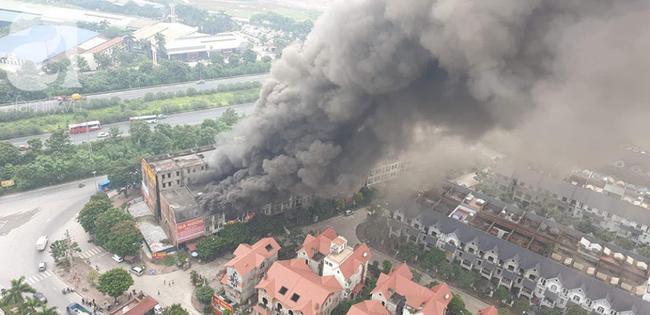 Hiện trường vụ cháy kinh hoàng ở Thiên đường Bảo Sơn, nhiều biệt thự bị thiêu rụi - Ảnh 5