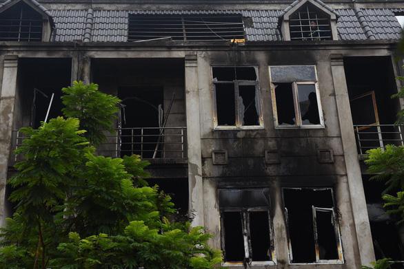 Hiện trường vụ cháy kinh hoàng ở Thiên đường Bảo Sơn, nhiều biệt thự bị thiêu rụi - Ảnh 8
