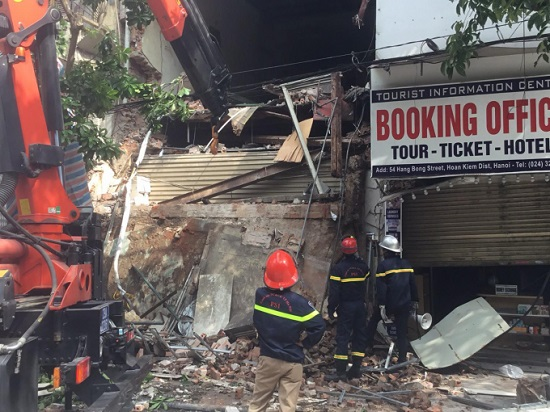 Xác minh nguyên nhân ngôi nhà 2 tầng trên phố Hàng Bông bị sập  - Ảnh 1
