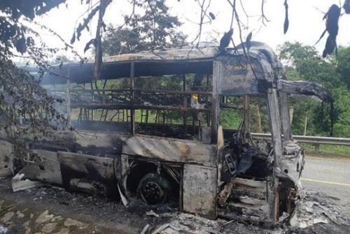Tin tức thời sự mới nóng nhất hôm nay 22/7/2019: Cháy xe khách trên đèo Lò Xo, 30 hành khách hoảng loạn bỏ chạy - Ảnh 1