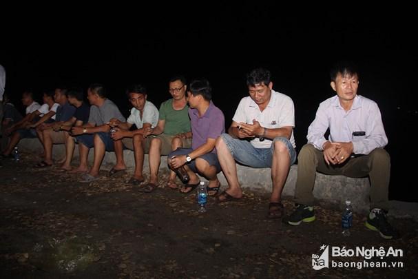 Cảm động giây phút trùng phùng của 7 thuyền viên trong vụ chìm tàu ở Bạch Long Vĩ cùng người thân - Ảnh 2