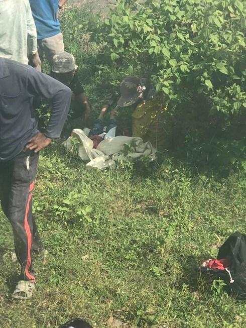 Xót xa hiện trường vụ tai nạn đường sắt nghiêm trọng ở Bình Thuận khiến 3 người tử vong - Ảnh 2