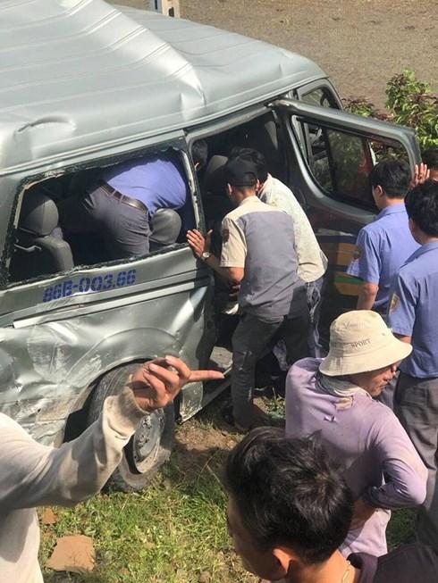 Xót xa hiện trường vụ tai nạn đường sắt nghiêm trọng ở Bình Thuận khiến 3 người tử vong - Ảnh 4