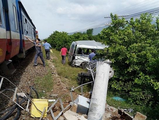 Xót xa hiện trường vụ tai nạn đường sắt nghiêm trọng ở Bình Thuận khiến 3 người tử vong - Ảnh 5