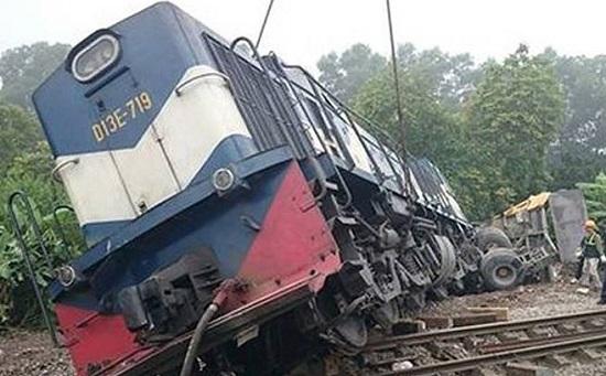 Bắc Giang: Ô tô bị tàu hỏa đâm trực diện, 3 người thương vong - Ảnh 1