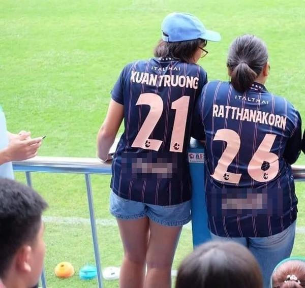 Trở lại thi đấu cho HAGL, Xuân Trường vẫn nhận được món quà bất ngờ từ CĐV Buriam United - Ảnh 2
