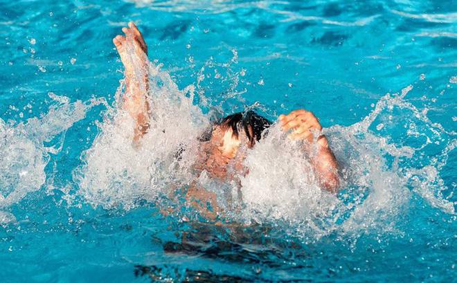 Đã tìm thấy thi thể bé gái 7 tuổi bị nước cuốn trôi khi đi tắm sông cùng bạn - Ảnh 1