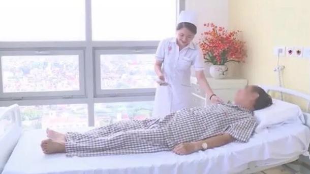 So sánh giá giường bệnh dịch vụ 4 triệu với phòng khách sạn hạng sang là khập khiễng - Ảnh 1