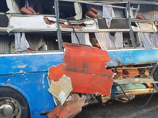 Hiện trường vụ va chạm giữa 2 xe khách khiến hơn 40 người thương vong: Đầu xe vỡ nát, hành khách la hét - Ảnh 5