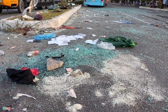 Hiện trường vụ va chạm giữa 2 xe khách khiến hơn 40 người thương vong: Đầu xe vỡ nát, hành khách la hét - Ảnh 6