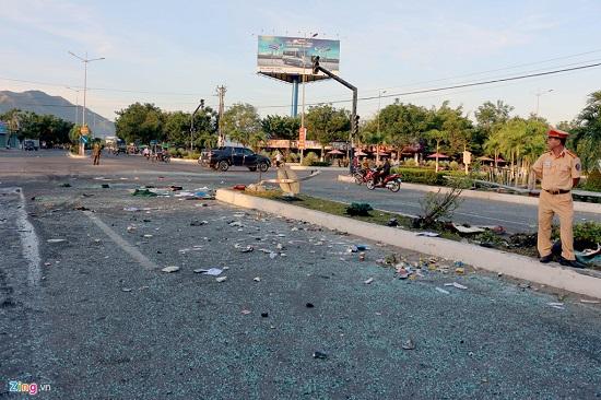 Hiện trường vụ va chạm giữa 2 xe khách khiến hơn 40 người thương vong: Đầu xe vỡ nát, hành khách la hét - Ảnh 7