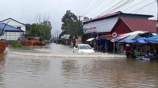 Ngập nặng ở Phú Quốc sau 3 ngày mưa lớn, nhiều nơi bị cô lập - Ảnh 1