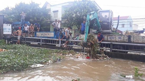 Ngập nặng ở Phú Quốc sau 3 ngày mưa lớn, nhiều nơi bị cô lập - Ảnh 2