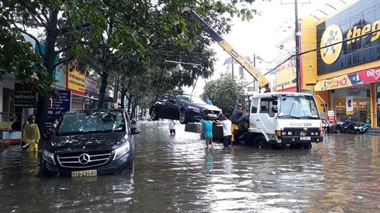 Ngập nặng ở Phú Quốc sau 3 ngày mưa lớn, nhiều nơi bị cô lập - Ảnh 4