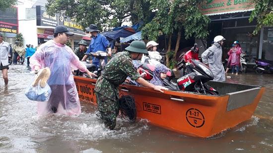 Ngập nặng ở Phú Quốc sau 3 ngày mưa lớn, nhiều nơi bị cô lập - Ảnh 5