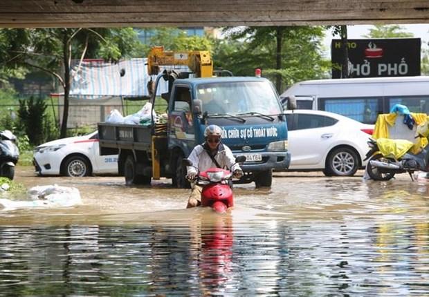 Nhiều điểm đê ở Hà Nội bị sạt lở khá nghiêm trọng do bão số 3 - Ảnh 1