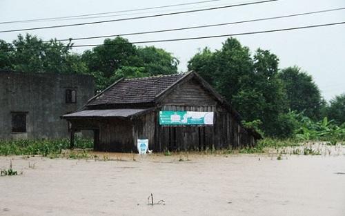 Đắk Lắk: Mưa lớn làm hàng trăm ngôi nhà bị ngập, một người tử vong do bị lũ cuốn - Ảnh 1