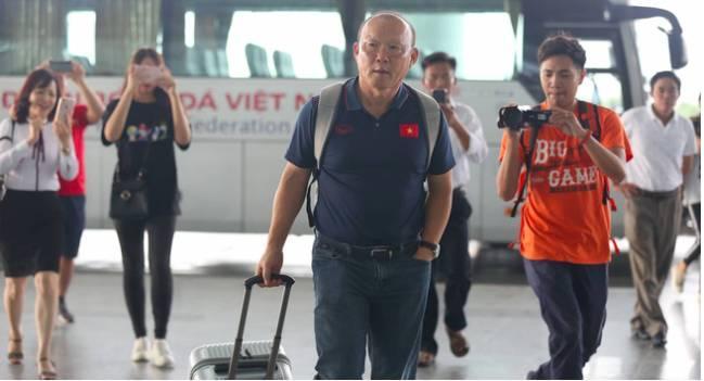 Thầy trò HLV Park Hang- seo lên đường sang Thái Lan, chuẩn bị thi đấu Vòng loại thứ 2 World Cup 2022 - Ảnh 1
