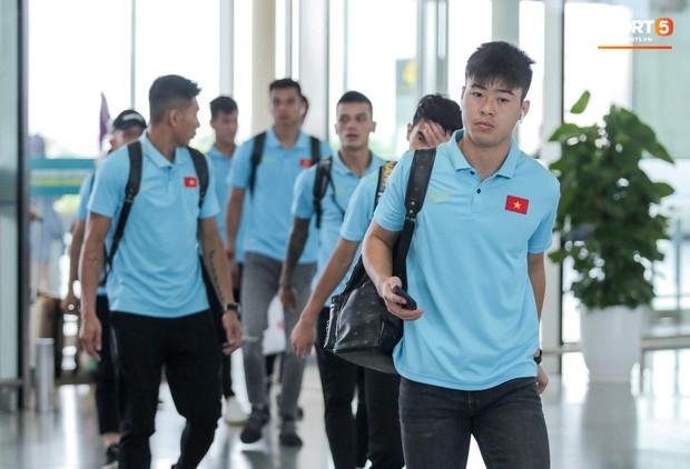 Thầy trò HLV Park Hang- seo lên đường sang Thái Lan, chuẩn bị thi đấu Vòng loại thứ 2 World Cup 2022 - Ảnh 9