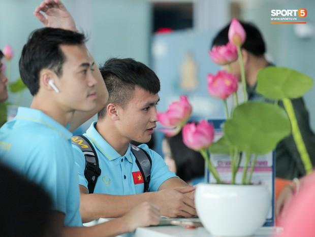 Thầy trò HLV Park Hang- seo lên đường sang Thái Lan, chuẩn bị thi đấu Vòng loại thứ 2 World Cup 2022 - Ảnh 10