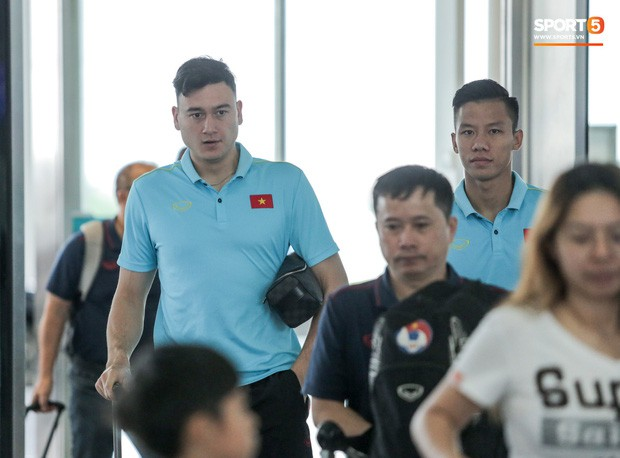 Thầy trò HLV Park Hang- seo lên đường sang Thái Lan, chuẩn bị thi đấu Vòng loại thứ 2 World Cup 2022 - Ảnh 11